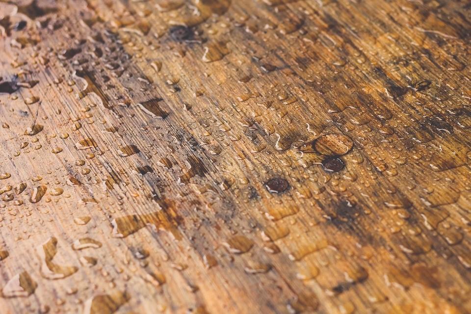 Domowe… i nie tylko sposoby na sprawdzanie wilgotności drewna